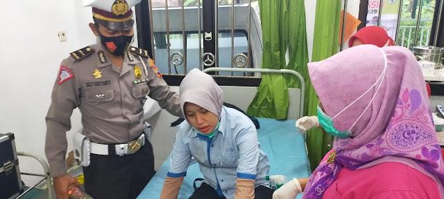 Aksi Heroik Polisi Selamatkan Wanita Hamil Kecelakaan Tuai Apresiasi