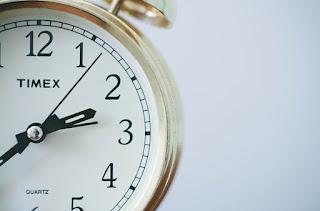 Penyebab jam dinding analog sering telat