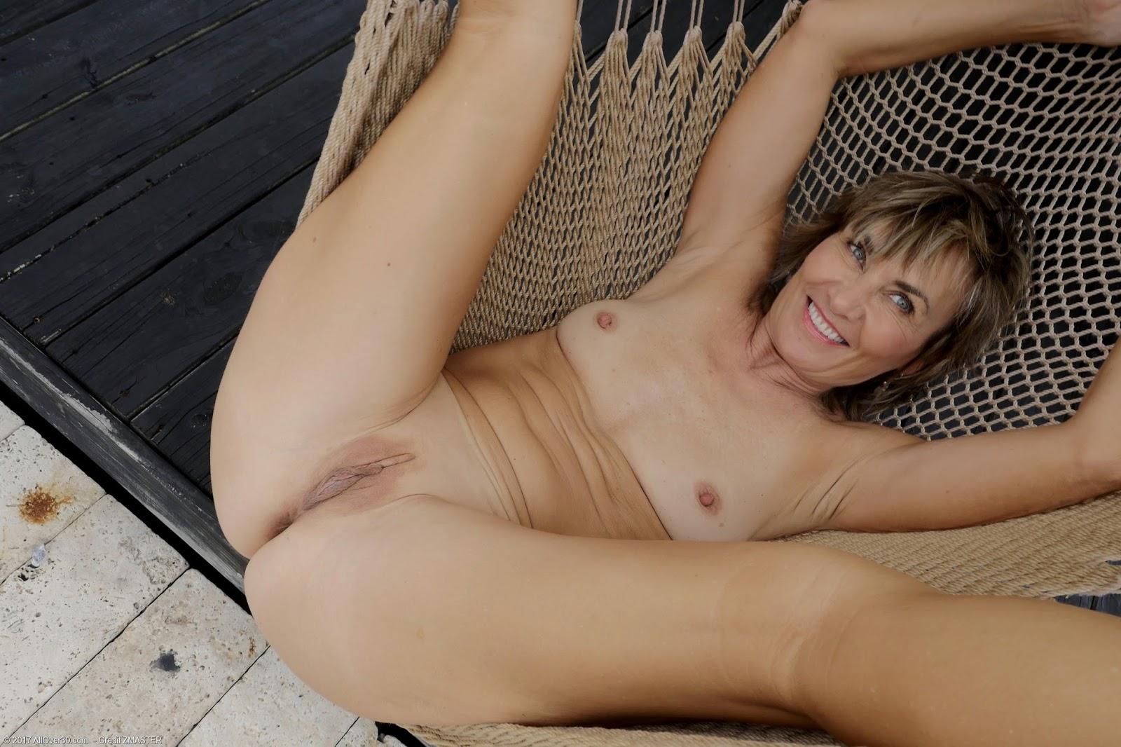 Older Naked Ladies Pics