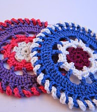 http://www.mycrochetprojects.com/blog-content/uploads/2012/09/Farbkreise-color-wheels-crochet-pattern-4.pdf