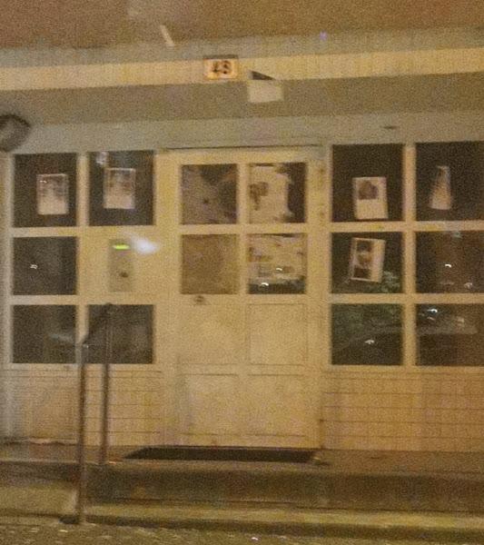 Epinay-sur-Seine (93) : Des photos de policiers et de leurs familles placardées dans un hall d'immeuble
