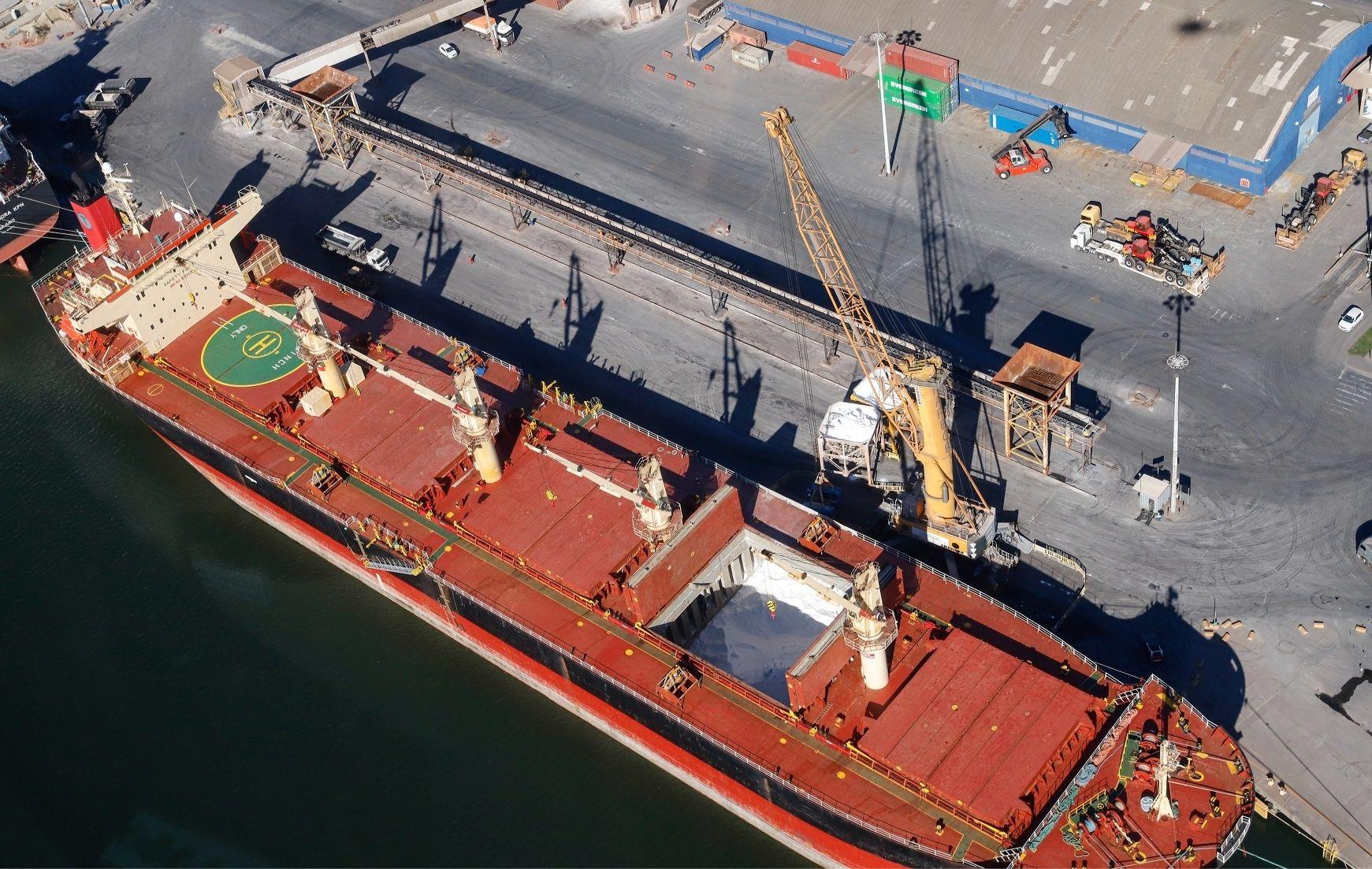 Movimentação de cargas segue em alta nos Portos do Paraná