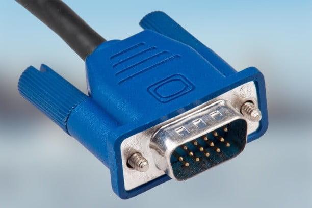 توصيل جهاز الكمبيوتر بالتلفزيون بإستخدام منفذ VGA و DVI