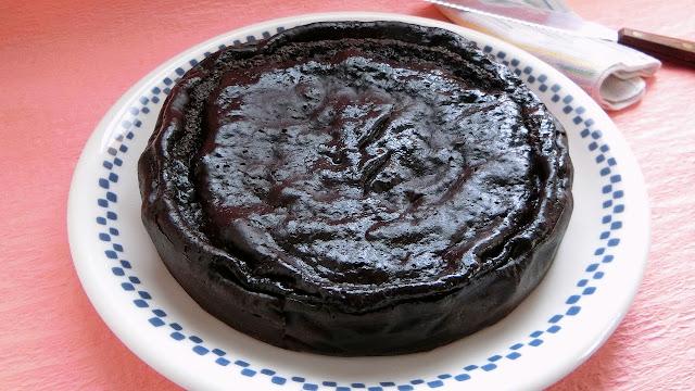 ヨーグルトとホットケーキミックスでつくるブラックココアのチーズケーキ