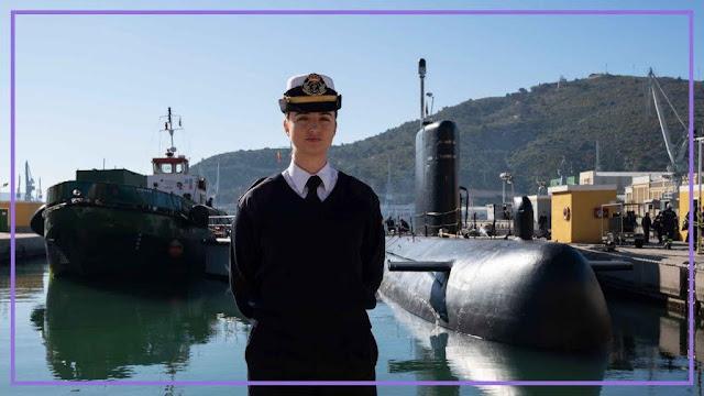 Laura Vitalia González Martínez, primera oficial de submarino de la Armada, en el Arsenal de Cartagena. Silvia Pérez