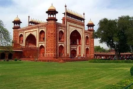 gate of taj mahal
