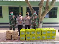 Tingkatkan Sinegritas, Polresta Deli Serdang Bagikan Paket Lebaran Hari Raya Idul Fitri 1442 H Kepada TNI
