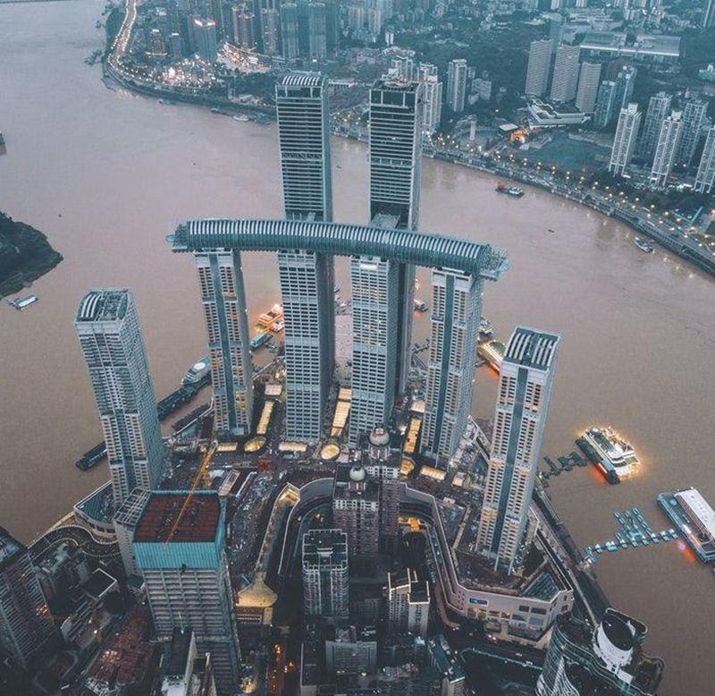 Çin, 250 metre yükseklikte inşaa ettiği ilk yatay gökdeleni kapılarını açtı