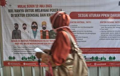 Naik KRL Harus Print STRP, Stasiun Bekasi Sepi