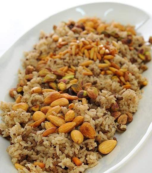 أرز باللحمة المفرومة والمكسرات