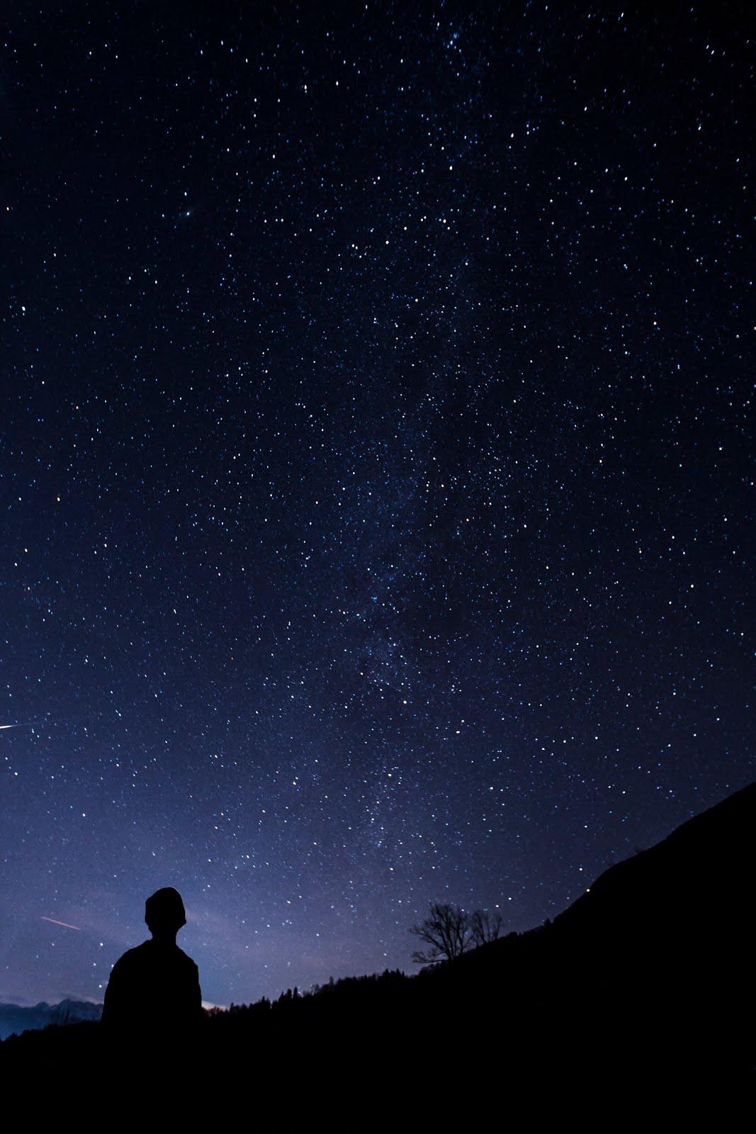 خلفية الةحدة في الفضاء - خلفيات فضاء ايفون
