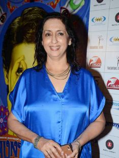 Neena Kulkarni Family Husband Son Daughter Father Mother Marriage Photos Biography Profile.