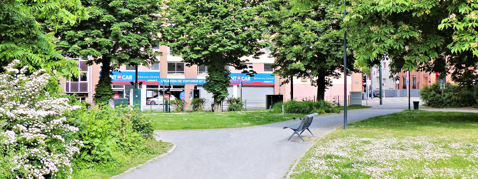 Rent a Car, Tourcoing - Place de la Victoire.