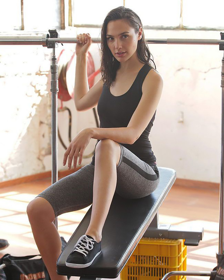 Foto Work Out dan GYM Gal Gadot wajah riuts manis