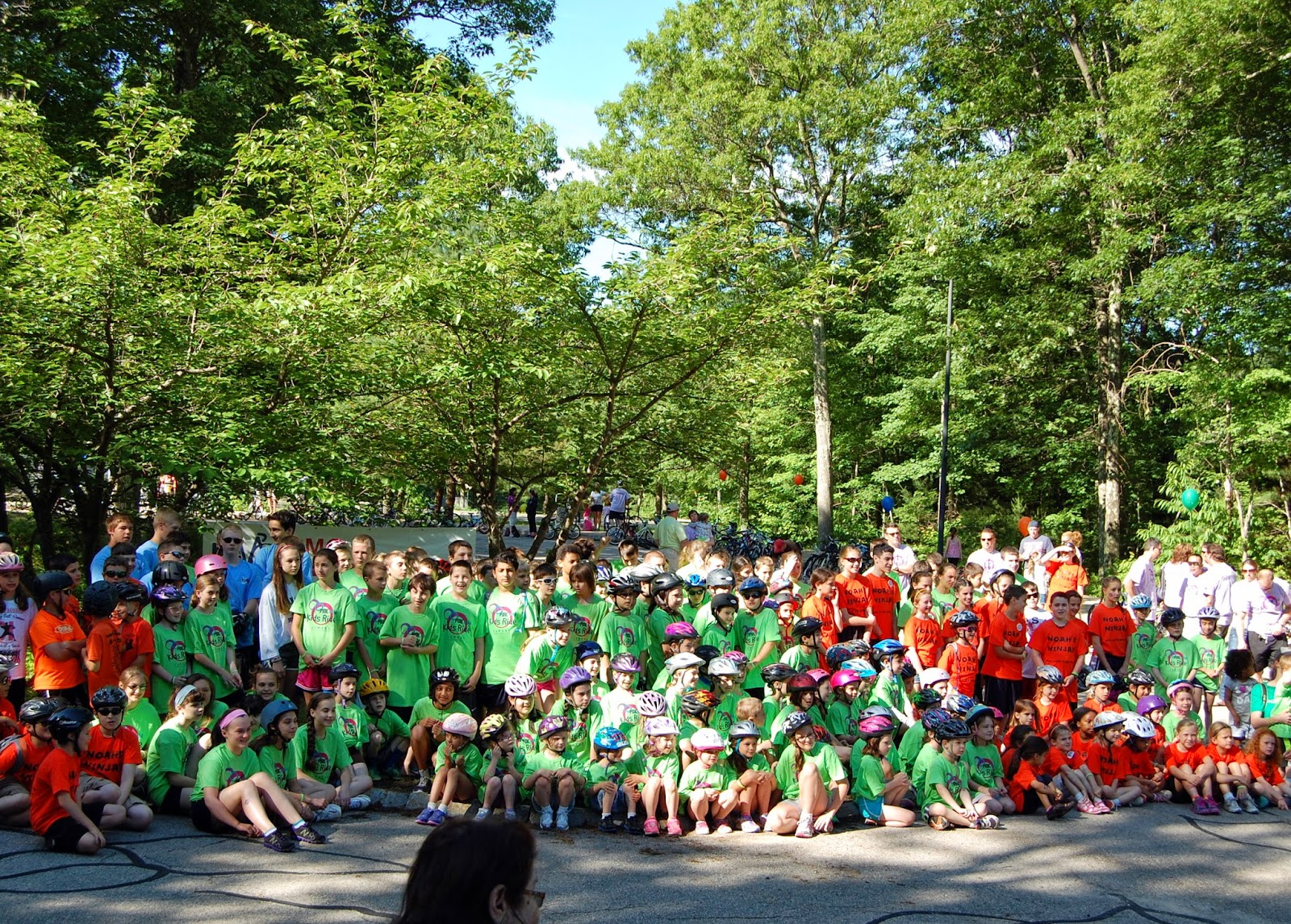 All the teams and riders pose before the ride