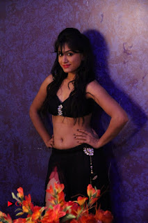 Manoj Nandam Smitika Acharya starring Ye Rojaithe Chusano Movie Romantic Song Stills  0004.jpg