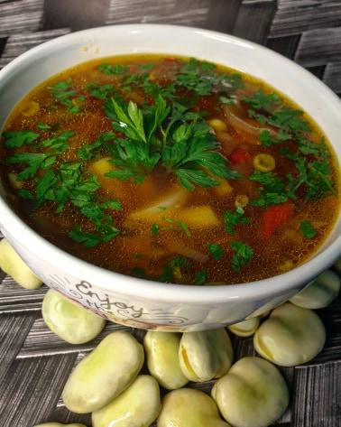 Zupa jarzynowa z młodym bobem