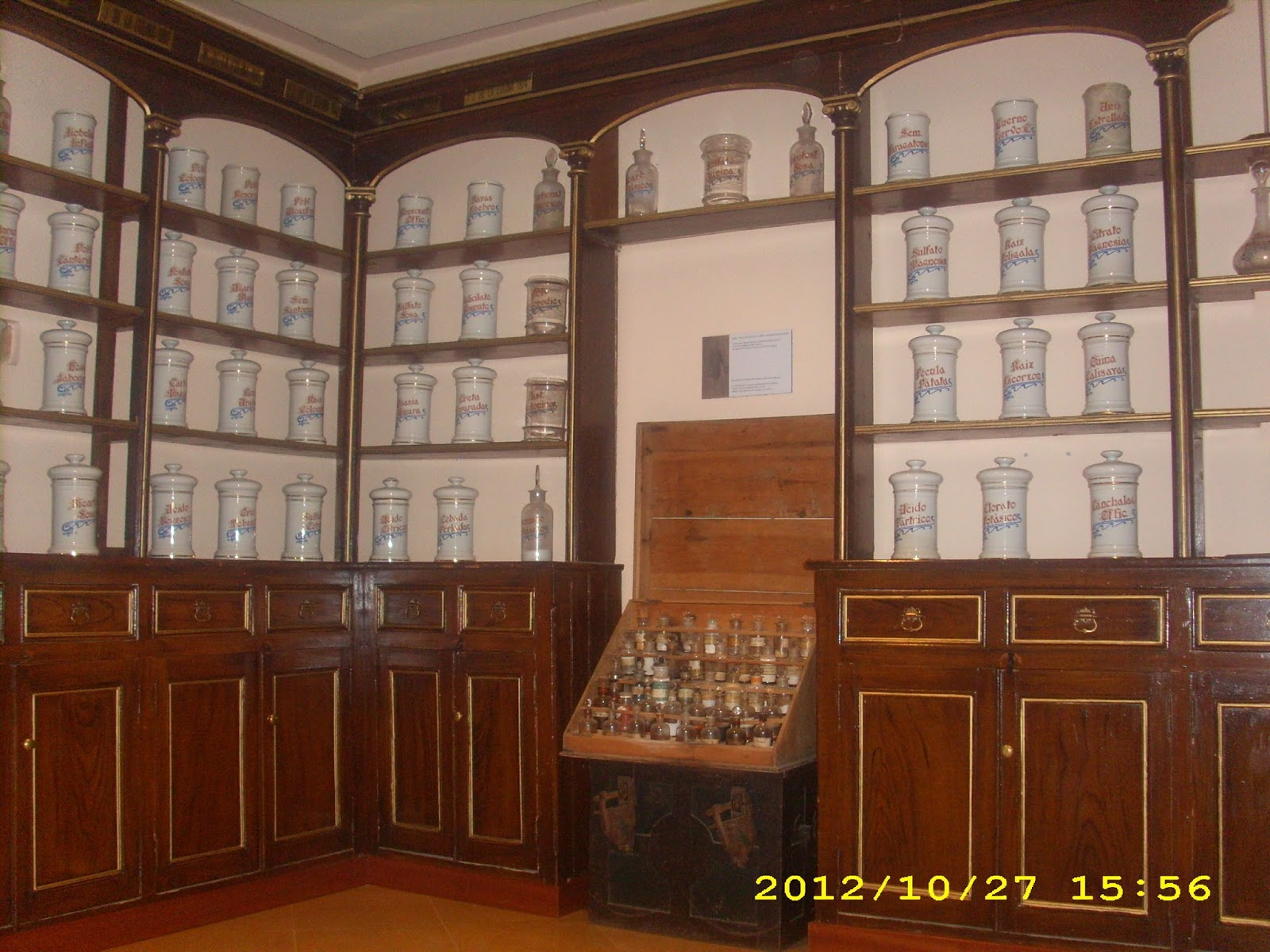Recikla arte estanter a restaurada de una rebotica - Muebles segunda mano bizkaia ...