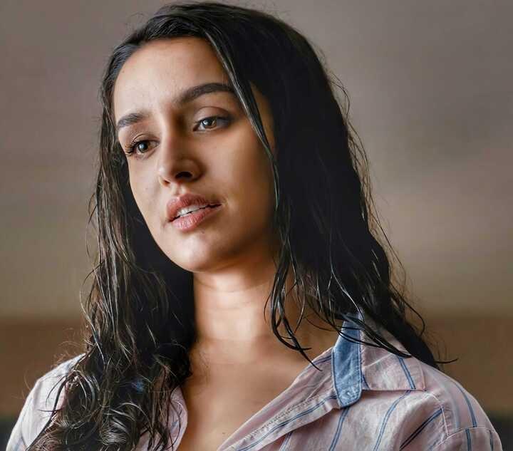 Shraddha Kapoor : very hot and sensual photo gallery