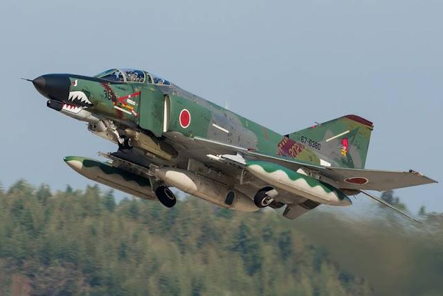 Japanese F-4 Phantoms farewell