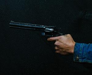 Performance com arma de fogo?