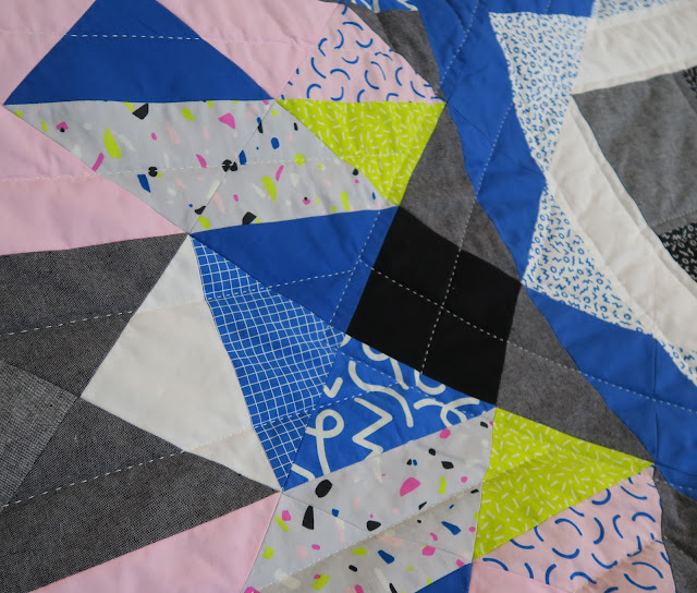 Luna Lovequilts - A finished quilt - Diaspora pattern - Quilting Close up