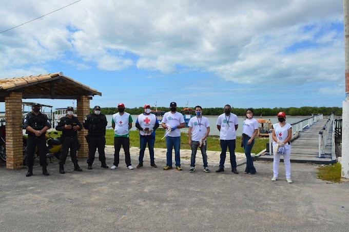 Equipes do Governo do Estado distribui máscaras em Grossos