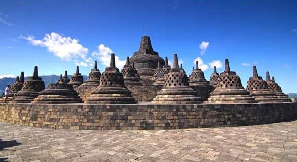 Tempat Wisata Berperingkat Teratas di Indonesia