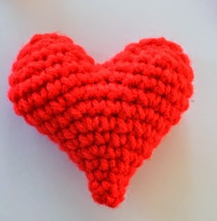 http://translate.google.es/translate?hl=es&sl=en&u=http://www.popsdemilk.com/crochet-heart/&prev=search