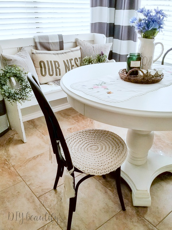 farmhouse chic breakfast nook