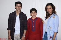 Gautam Rode with Lra Dubey and child artist Krish Dewan  (1).JPG
