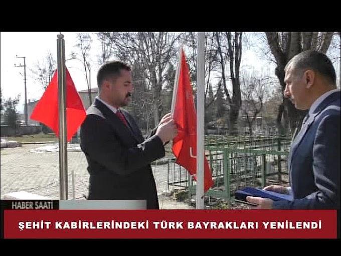 İlçemizde şehit mezarlıklarında yıpranmış, solmuş Türk Bayrakları,