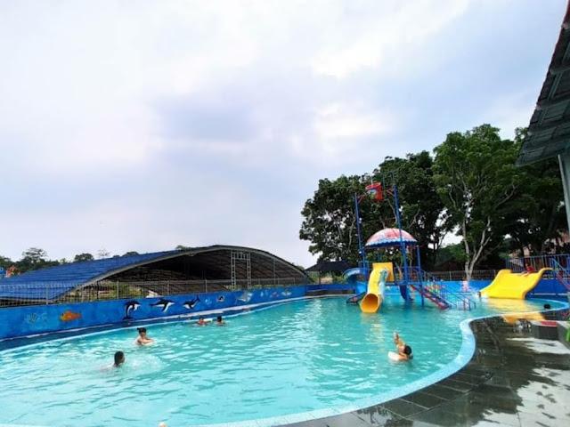 kolam renang di taman wisata mbs