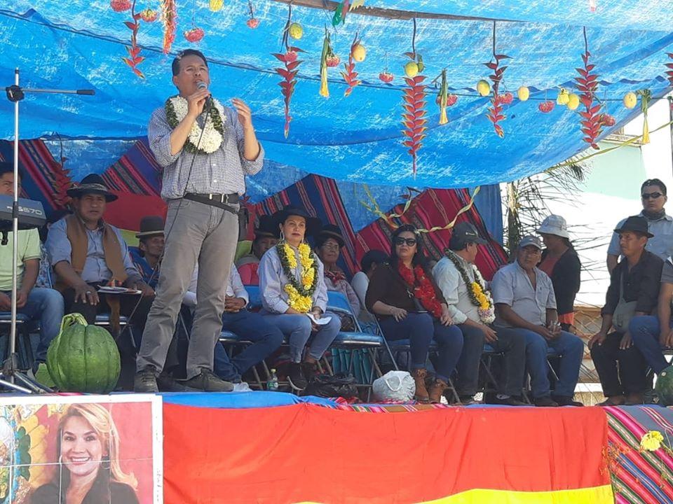 Gonzalo Rivera como gerente de canal 7 en el anuncio en Trinidad Pampa / FACEBOOK