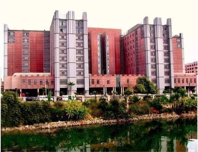 جامعة القاهرة تتوسع في العلاج المجاني وتدرس تحويل الفرنساوي إلى وحدة للعلاج الاقتصادي والمجاني