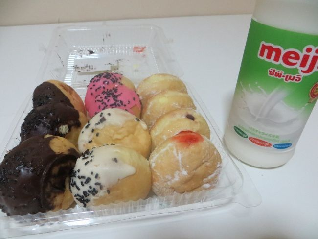 Набор разных пончиков