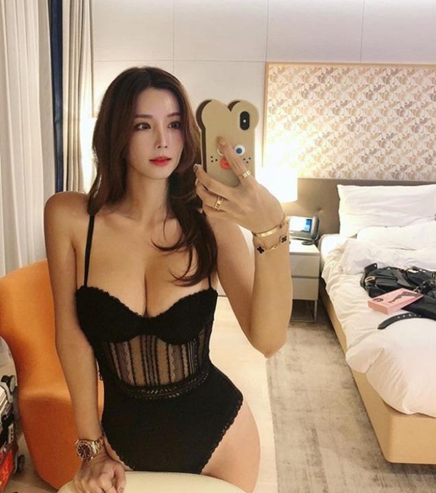 """Mặt xinh, vòng một đẹp, nhà giàu, cô nàng blogger này đích thị là """"cực phẩm"""" crush của giới game thủ"""