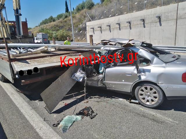 Τρομακτικό τροχαίο στο Κιάτο - ΙΧ «καρφώθηκε» σε φορτηγό (βίντεο)