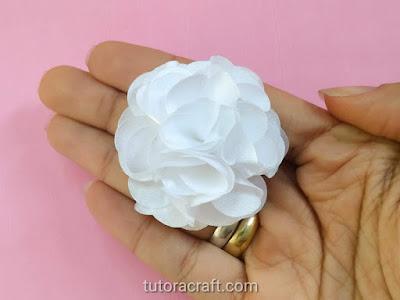 flor de tecido branca passo a passo 27