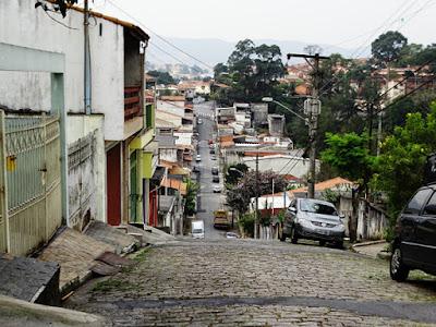 Ponta Sudoeste da rua Mar Alto com a Borda da Cantareira ao fundo da foto