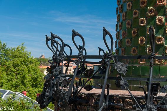 Barrotes clave sol balcones capricho Gaudi
