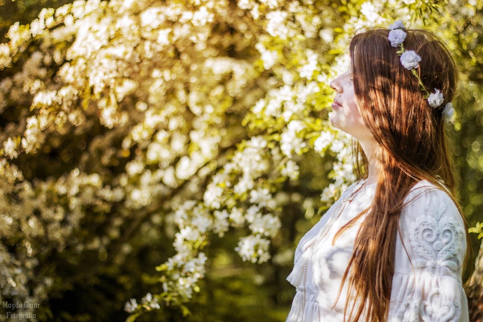 Sesja Ogrod Botaniczny Lublin, sesja w bzach,  kwiatowa sesja, biale kwiaty
