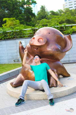 Renz Cheng - Piglet Statue in Garden of Stars