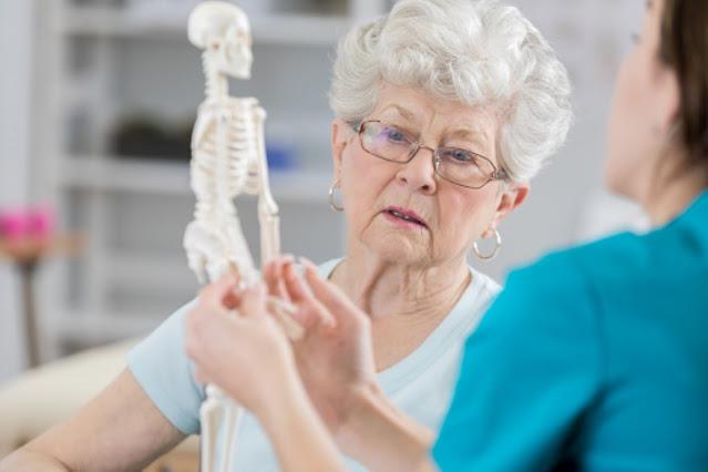 5 قضايا صحية ضارة يجب تجنبها في هشاشة العظام