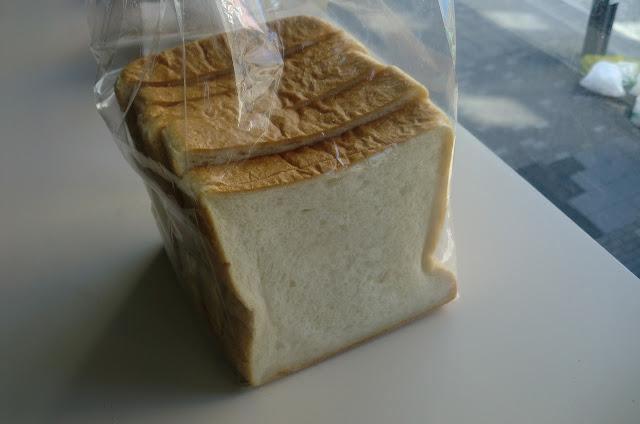 アトリエデコパンの角パン