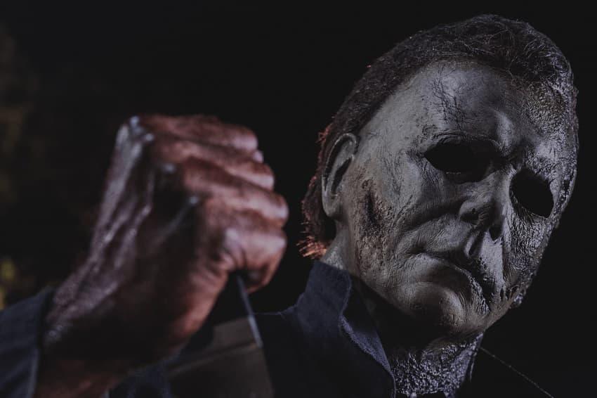 Официально - Слэшер «Хэллоуин убивает» одновременно выйдет в кинотеатрах и сервисе Peacock