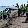Personil Polsek Galut Ikut Amankan Kunjungan Bupati Takalar Ke lokasi Proyek Pembangunan Pengamanan Abras