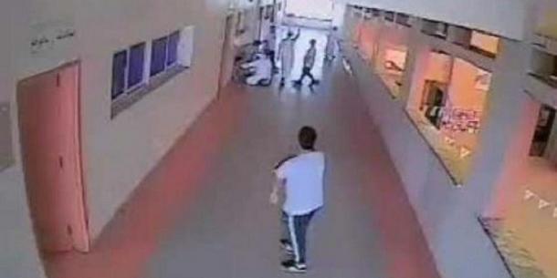 شاهد: مشاجرة بين طالبين بإحدى مدارس الرياض أدت لتوقف تنفس أحدهما