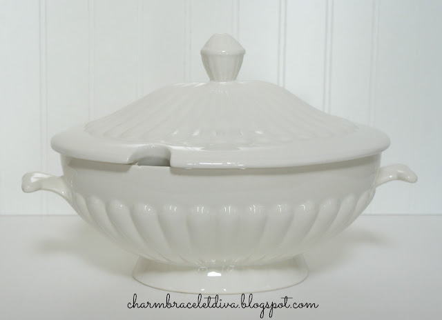 California Pottery USA 260 soup tureen