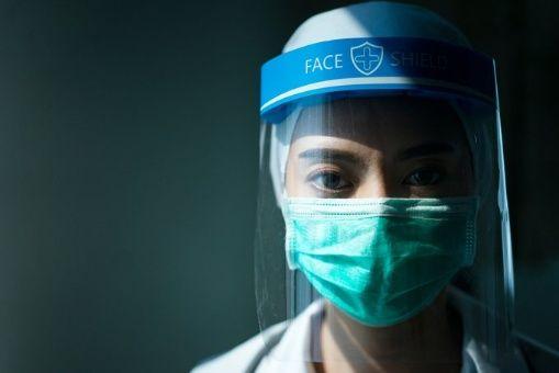 Médicos de 90 países exigen inversión en salud pública